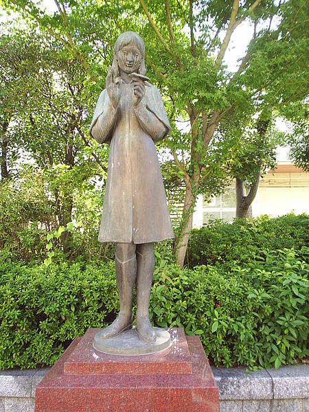Sadako_Sasaki_statue_in_Hiroshima
