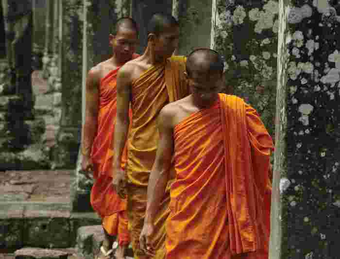 Cambodia_angkor-thom_monks